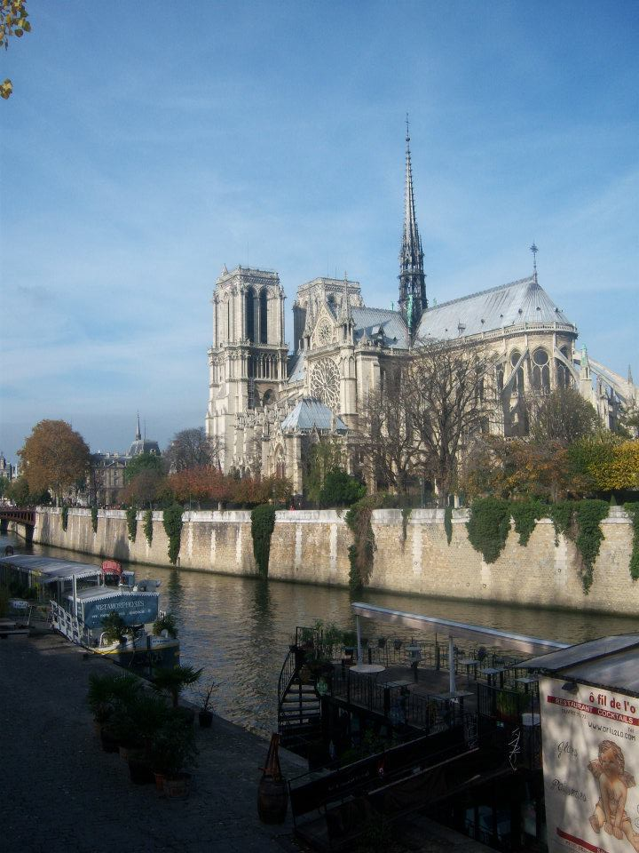 Notre Dame de Paris desde Rive Gauche. La necesidad de un templo