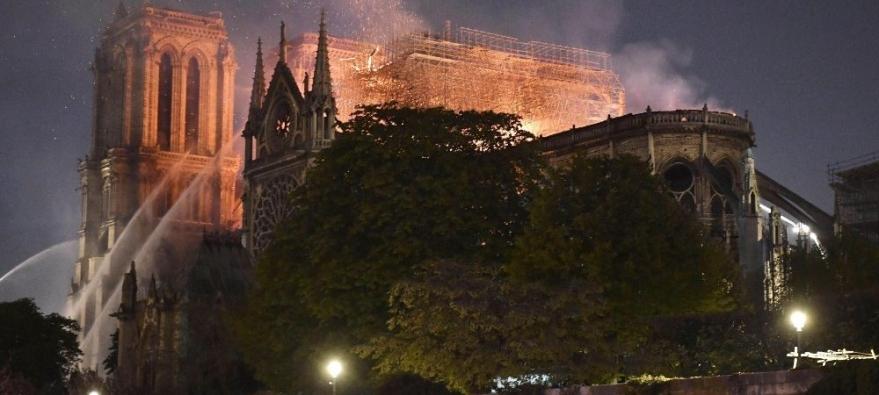 La necesidad de un templo - Notre Dame de París en llamas 2019