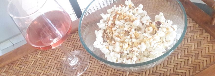 Palomitas gourmet con vino rosado para Netflix and chill